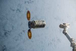 ISS-45_Cygnus_5_approaching_the_ISS_(2)